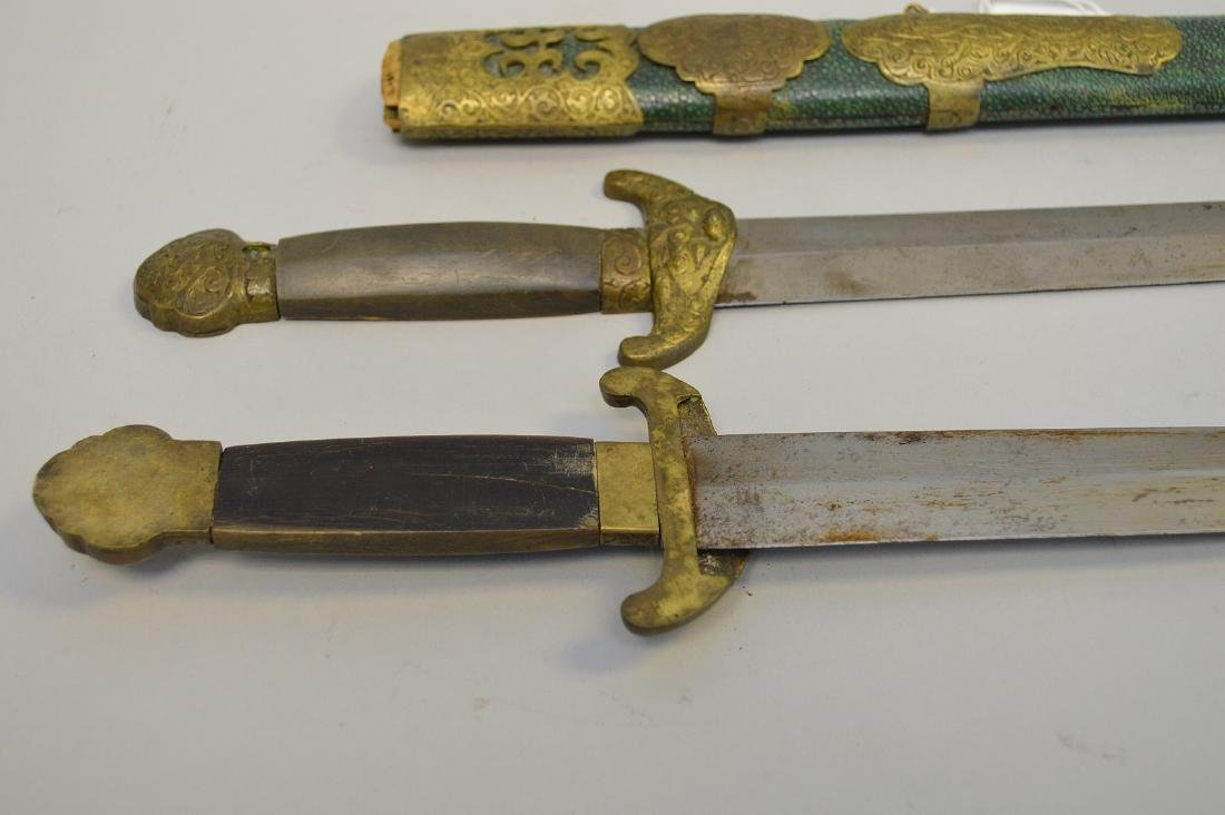 Early Chinese Double Sword with horn handle, bronze - 6