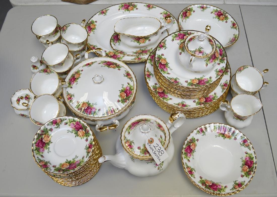 Royal Albert chinaware, incl; 12 dinner plates, 12