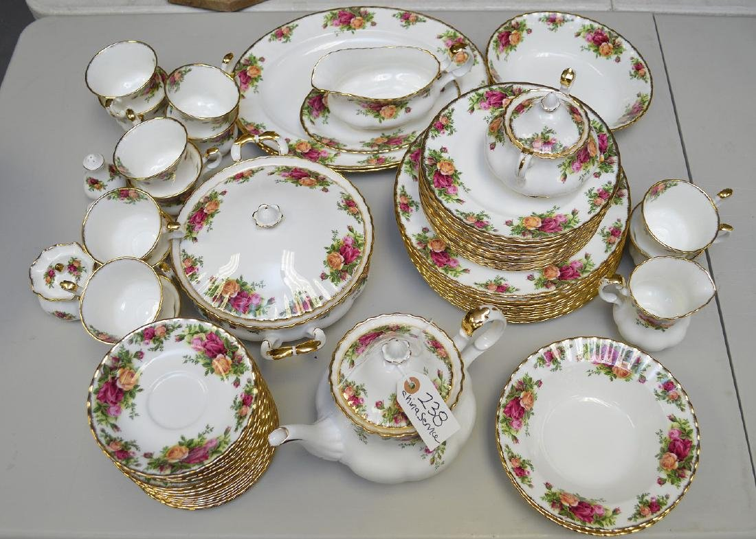 Royal Albert chinaware, incl; 12 dinner plates, 12