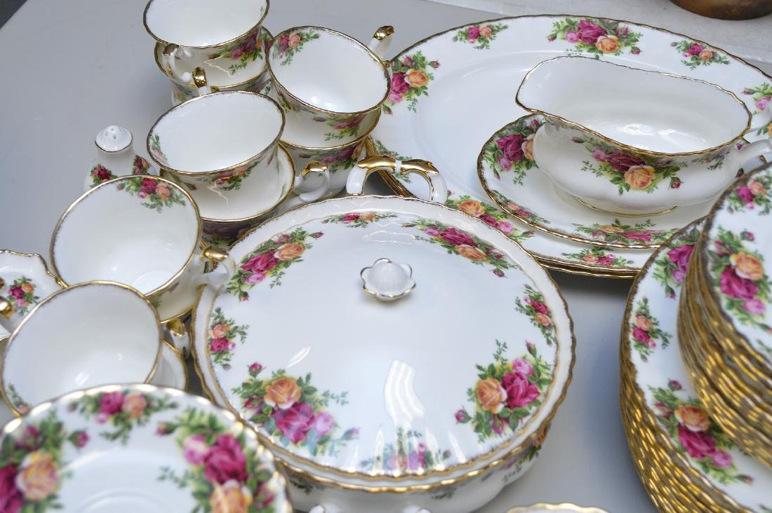 Royal Albert chinaware, incl; 12 dinner plates, 12 - 3
