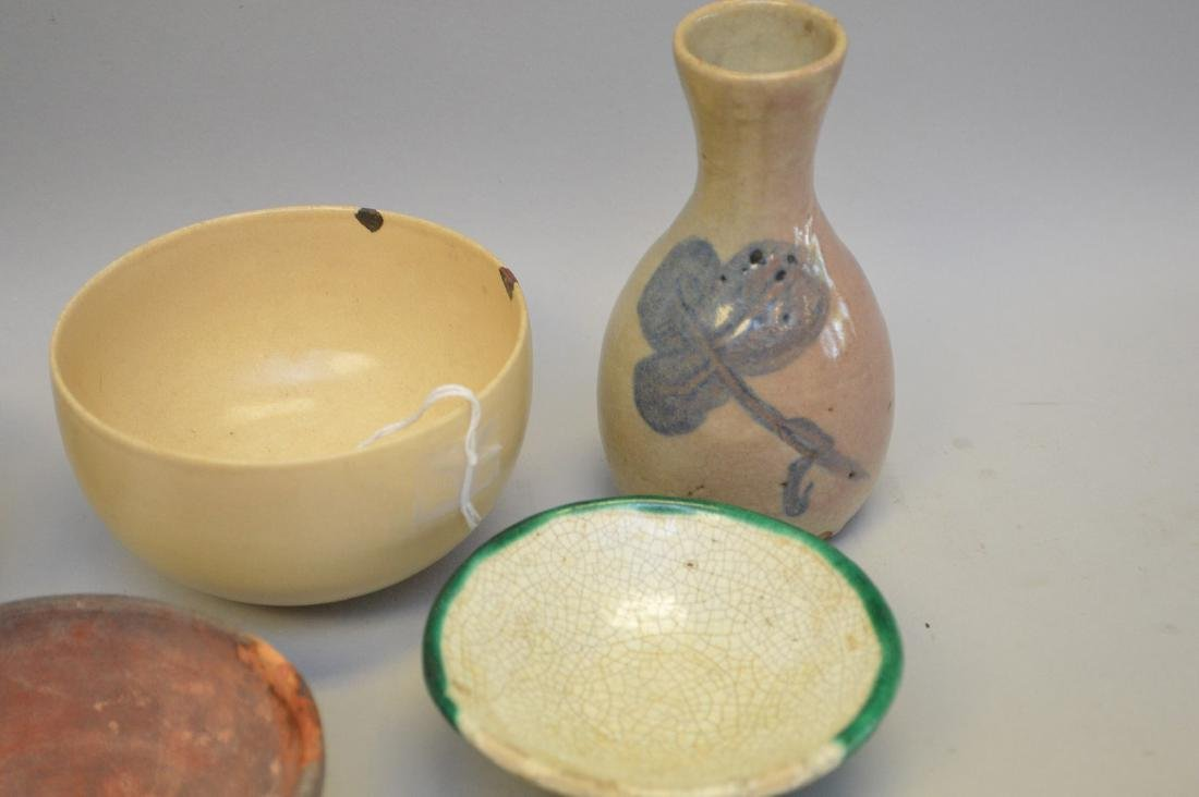 Early Asian Pottery Vessels - Four bowls, one vase. - 2