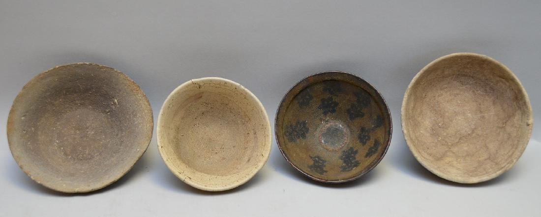 Four Early Asian Ceramic Bowls - Tea bowl with matte - 4