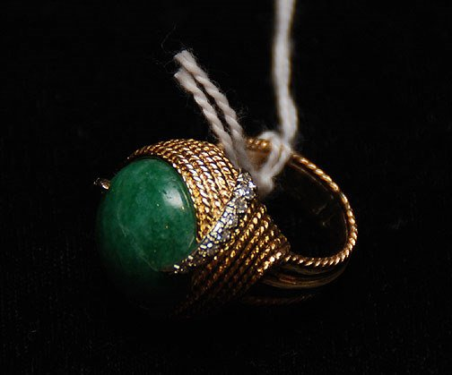 1019A: Man's ring, woven gold top holds round green sto