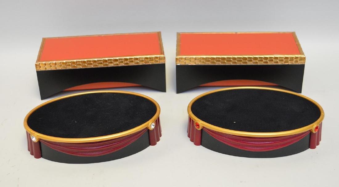 Swarovski display platforms, incl; 2 matching oval (5