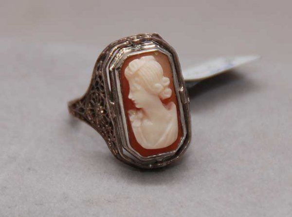 1014: Sterling ring with shell cameo, flips to carnelia