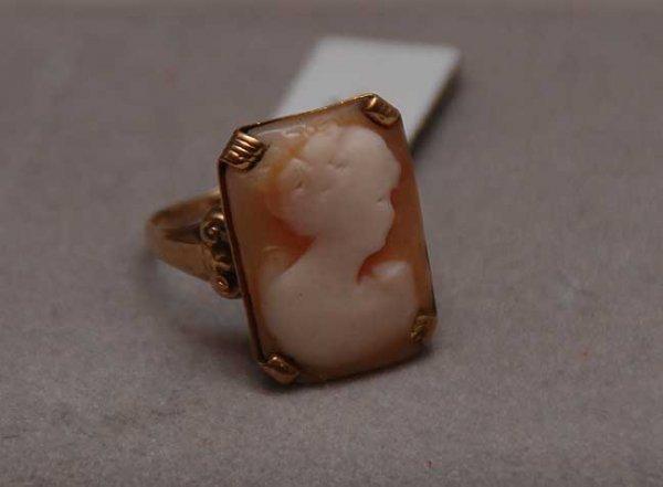 1017: Shell cameo ring, 10kt yellow heavy wear