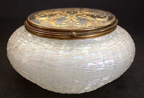 1043: Rare Loetz, iridescent glass box with etched & gi