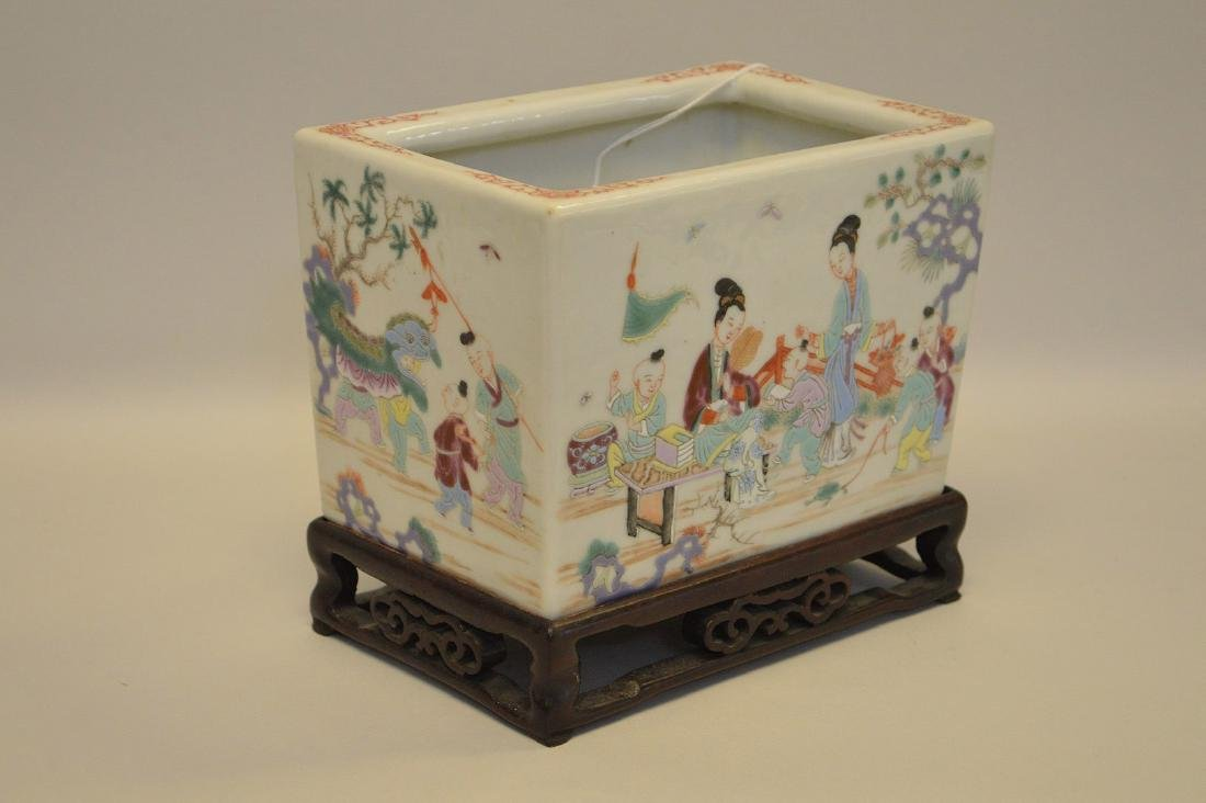 Chinese Famille Rose Porcelain Pot with custom carved - 4