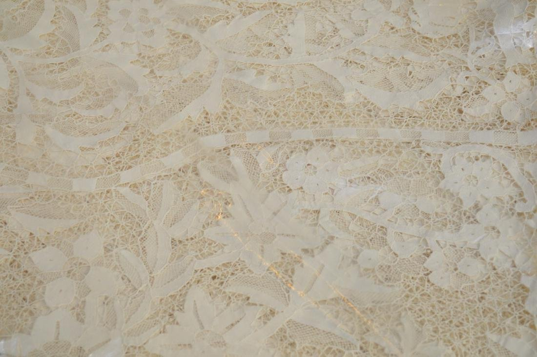 Handmade antique lace cloth, ecru color and wide lace - 2