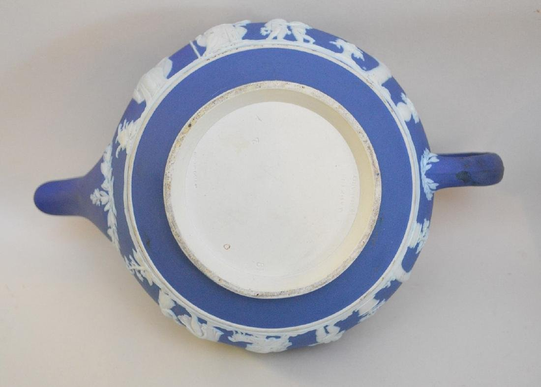 3 pieces of Porcelain; 1 Royal Vienna compote with - 16