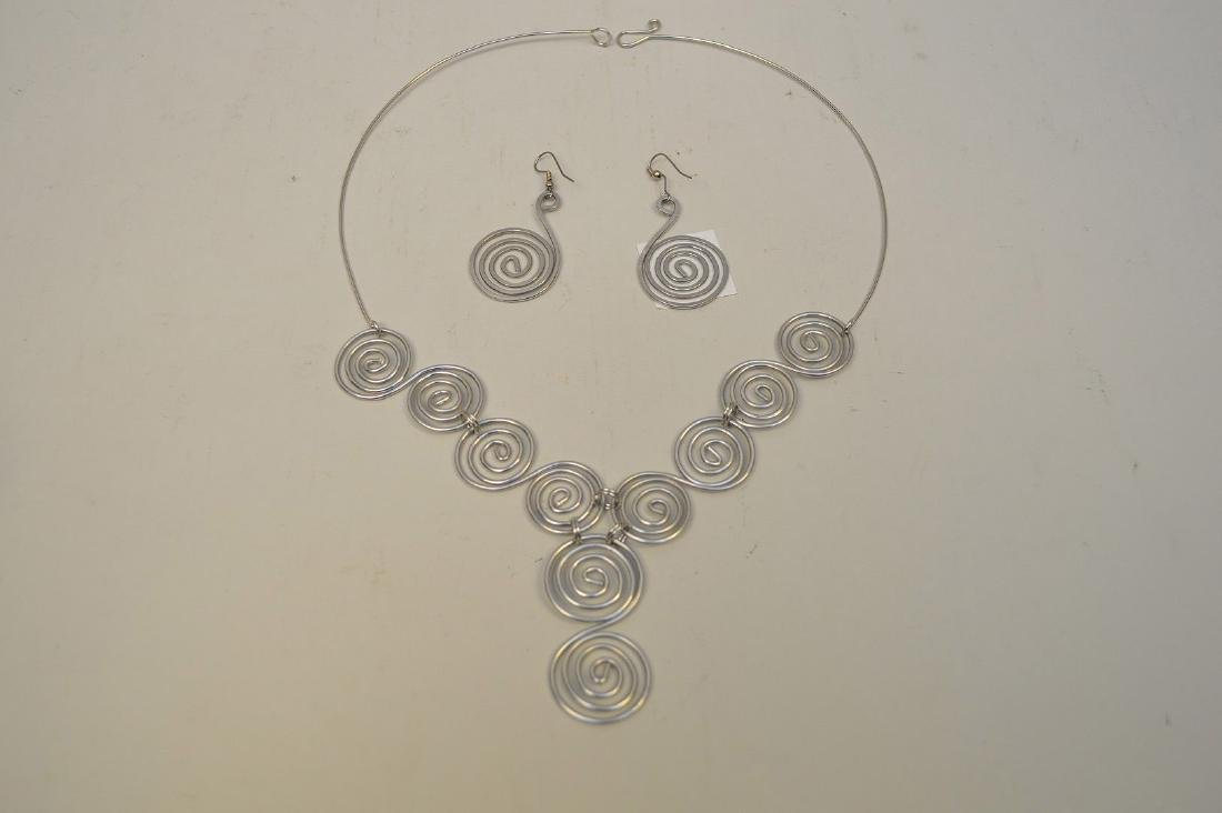 pendant necklace with earrings attr: Calder - 2