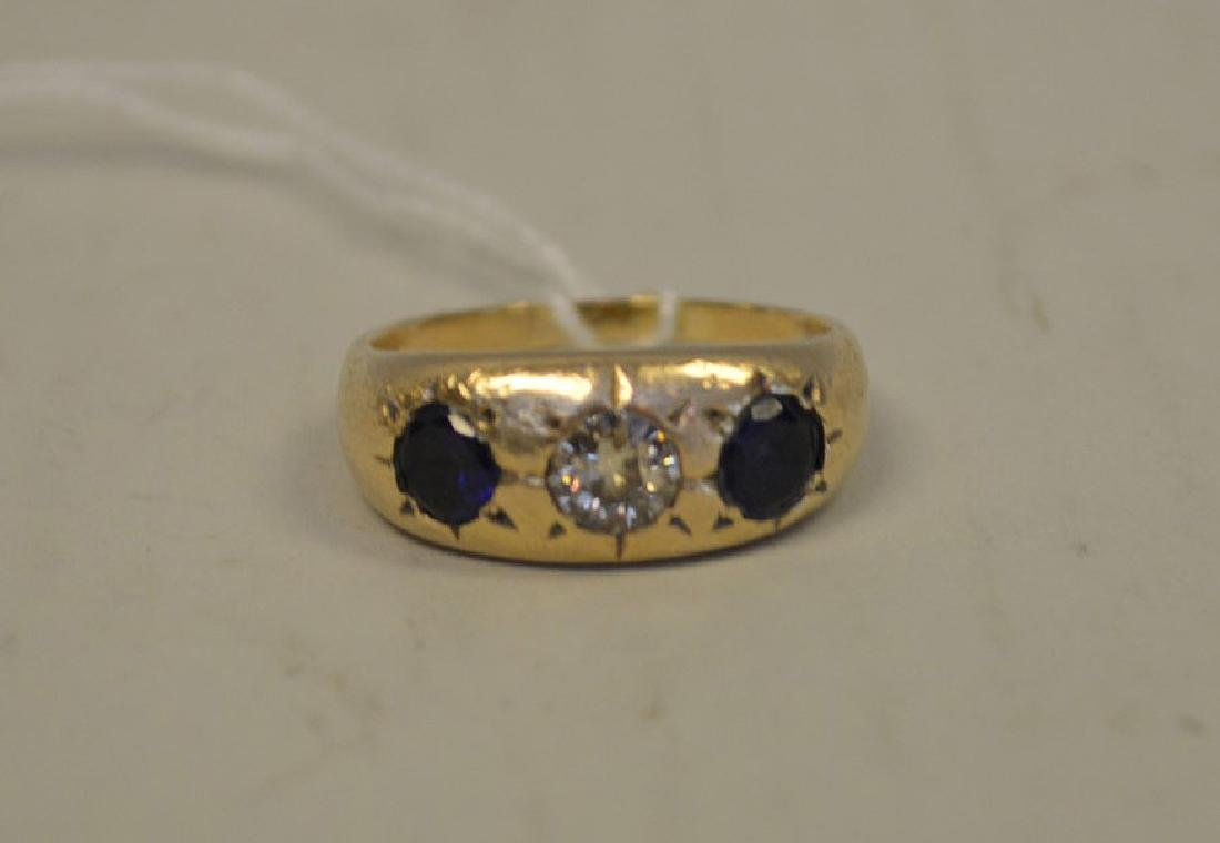 Ring, 14kt yellow gold with sapphire and diamonds