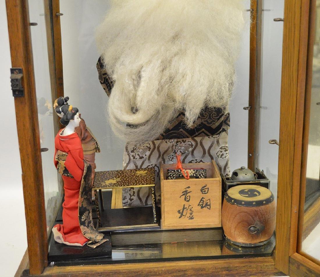 JAPANESE KABUKI & GEISHA DOLLS & CASE - Lot includes - 6