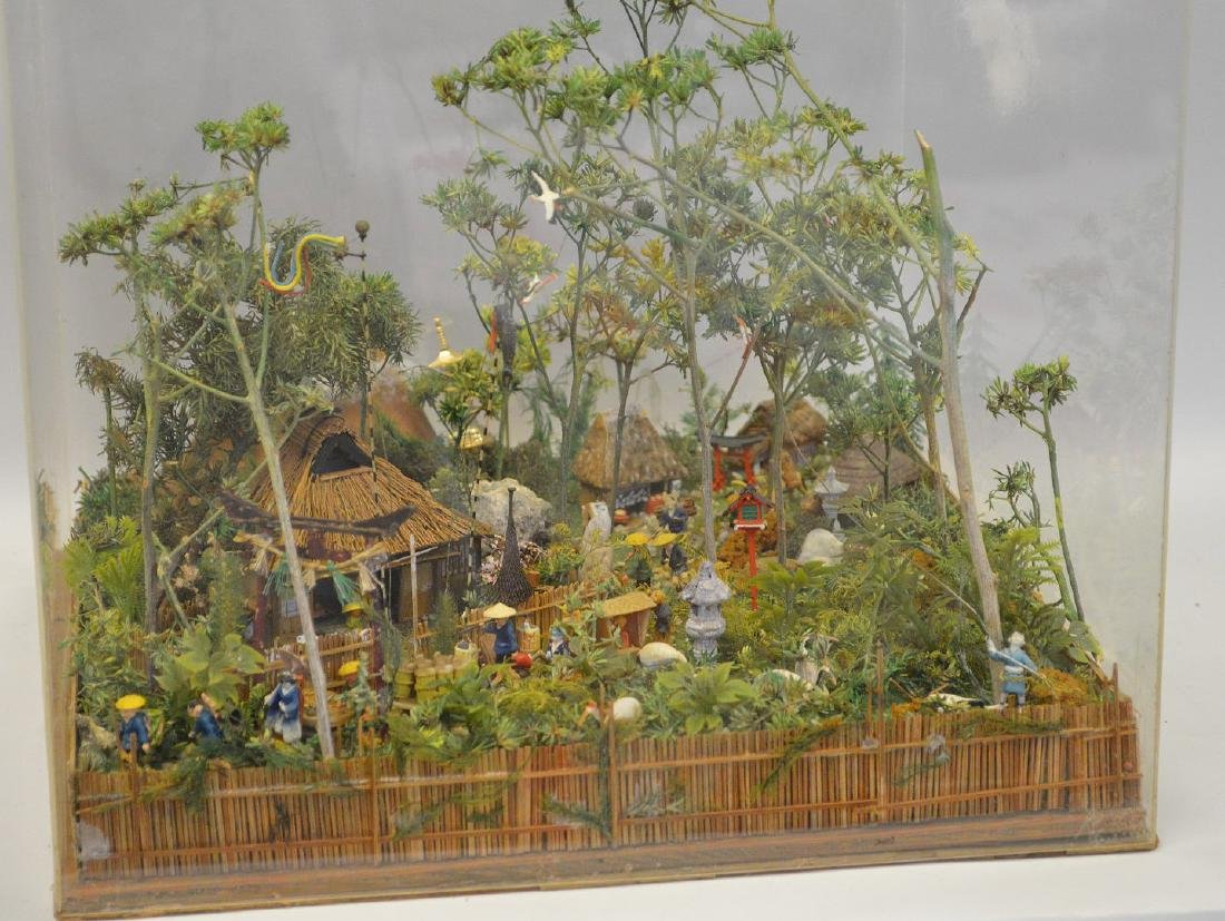 VINTAGE JAPANESE DIORAMA - Detailed diorama is housed - 2