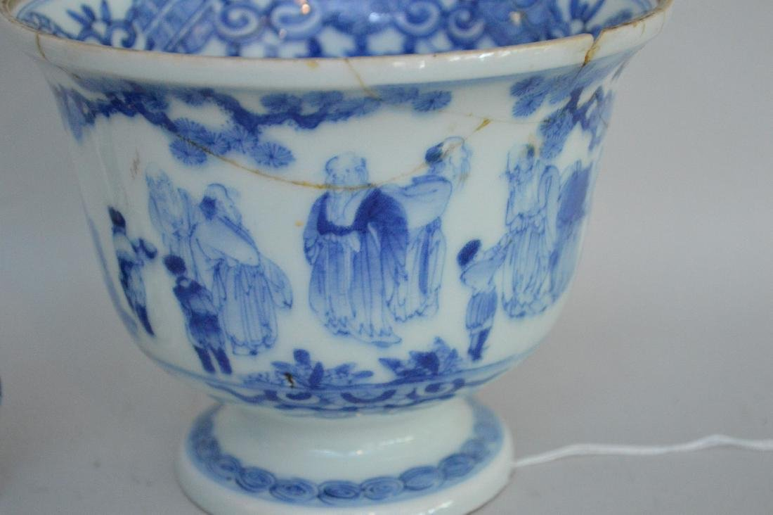 TWO EARLY JAPANESE BLUE & WHITE PORCELAIN VESSELS - A - 2