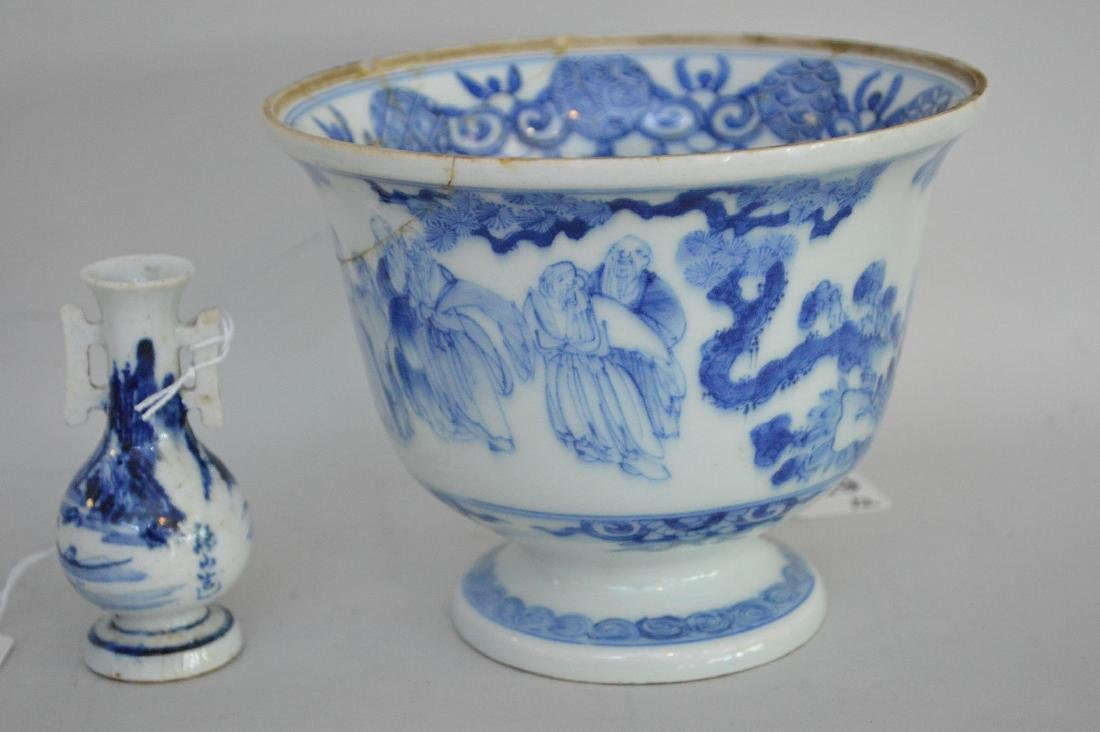 TWO EARLY JAPANESE BLUE & WHITE PORCELAIN VESSELS - A - 3