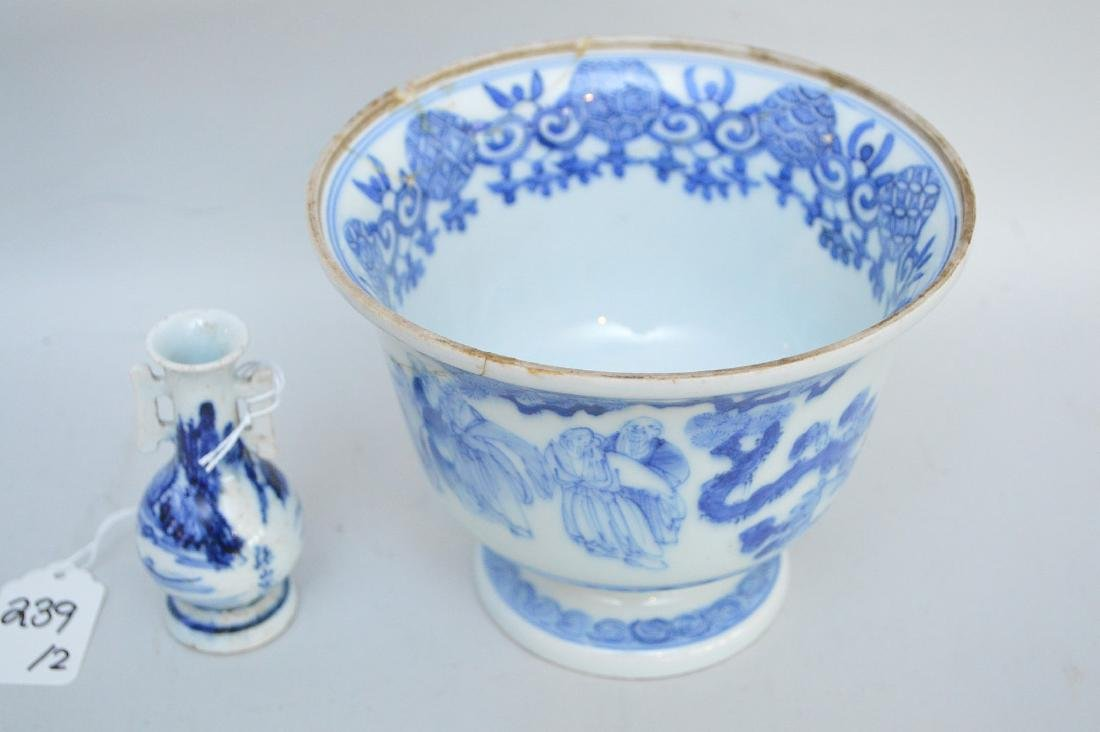 TWO EARLY JAPANESE BLUE & WHITE PORCELAIN VESSELS - A - 4