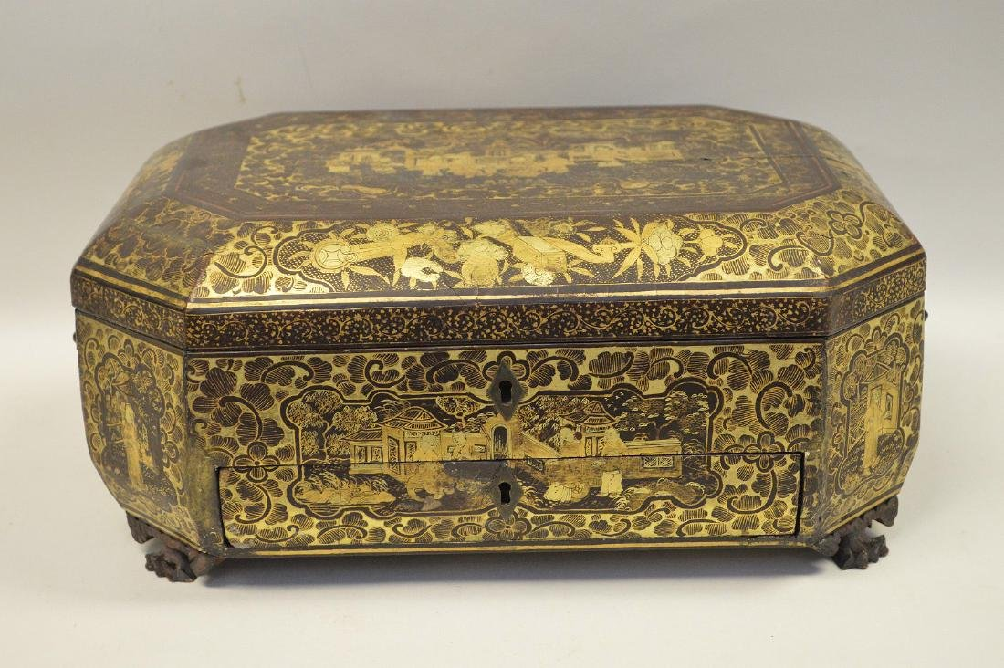 CHINESE LACQUER BOX WITH CHINOISERIE DECORATION.