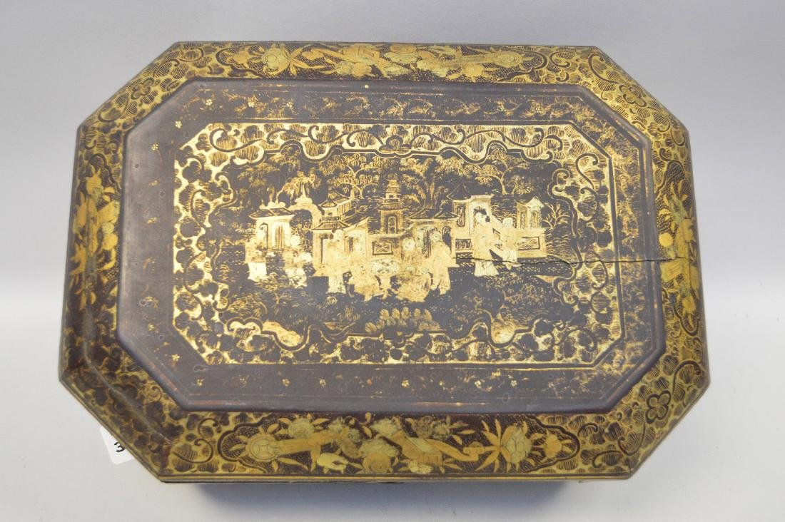 CHINESE LACQUER BOX WITH CHINOISERIE DECORATION. - 2