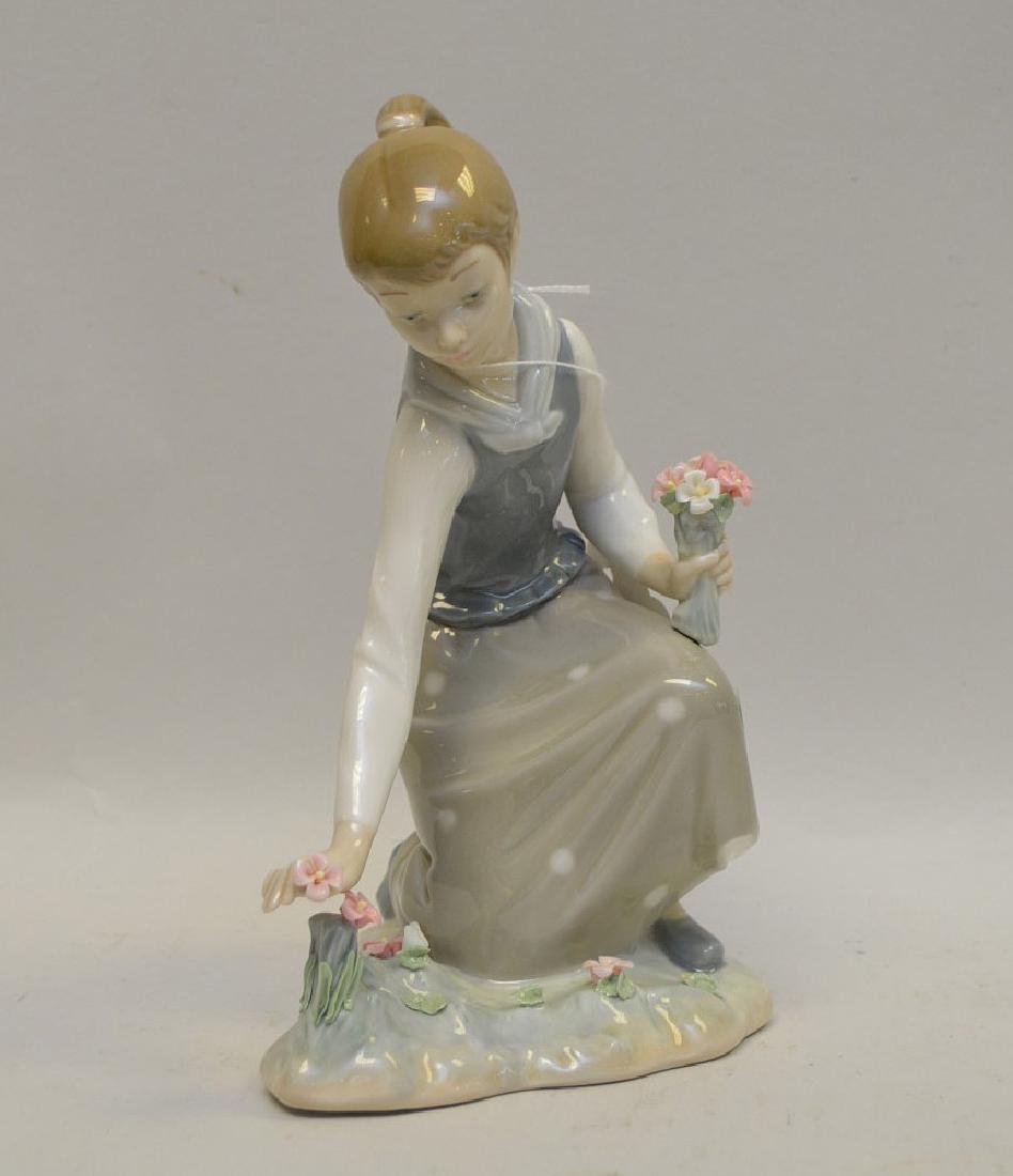 Lot of FIVE Lladro Spain Porcelain Sculptures: (1)#1127; - 2