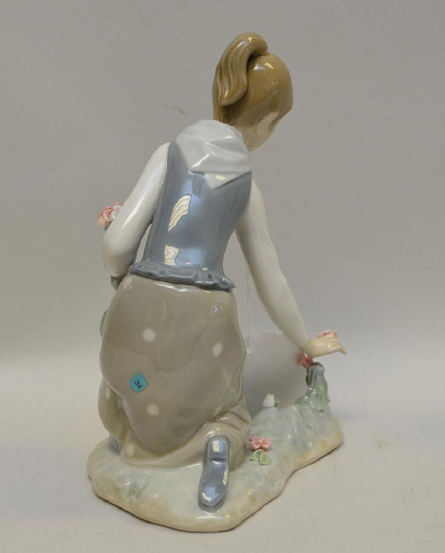 Lot of FIVE Lladro Spain Porcelain Sculptures: (1)#1127; - 5