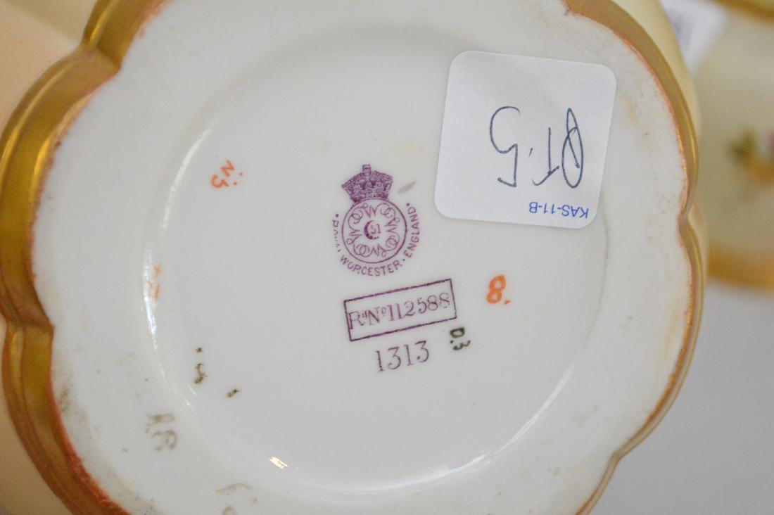 3 pieces of Royal Worcester pot potpourri jars, all - 6