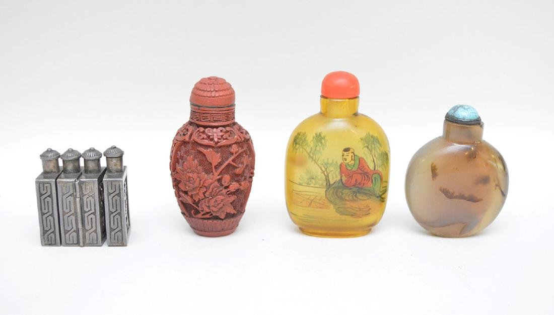 FOUR ANTIQUE CHINESE SNUFF BOTTLES - Cinnabar snuff