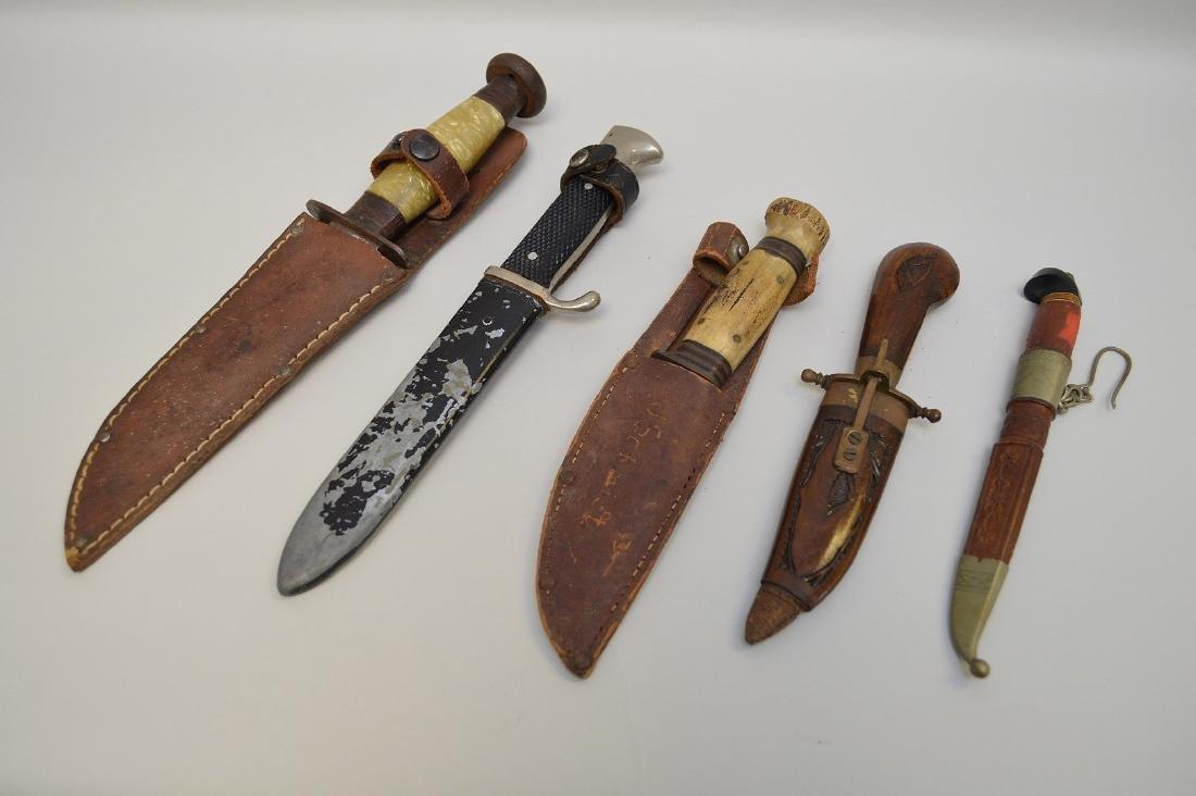 LOT OF FIVE VINTAGE & ANTIQUE KNIVES - Includes: a