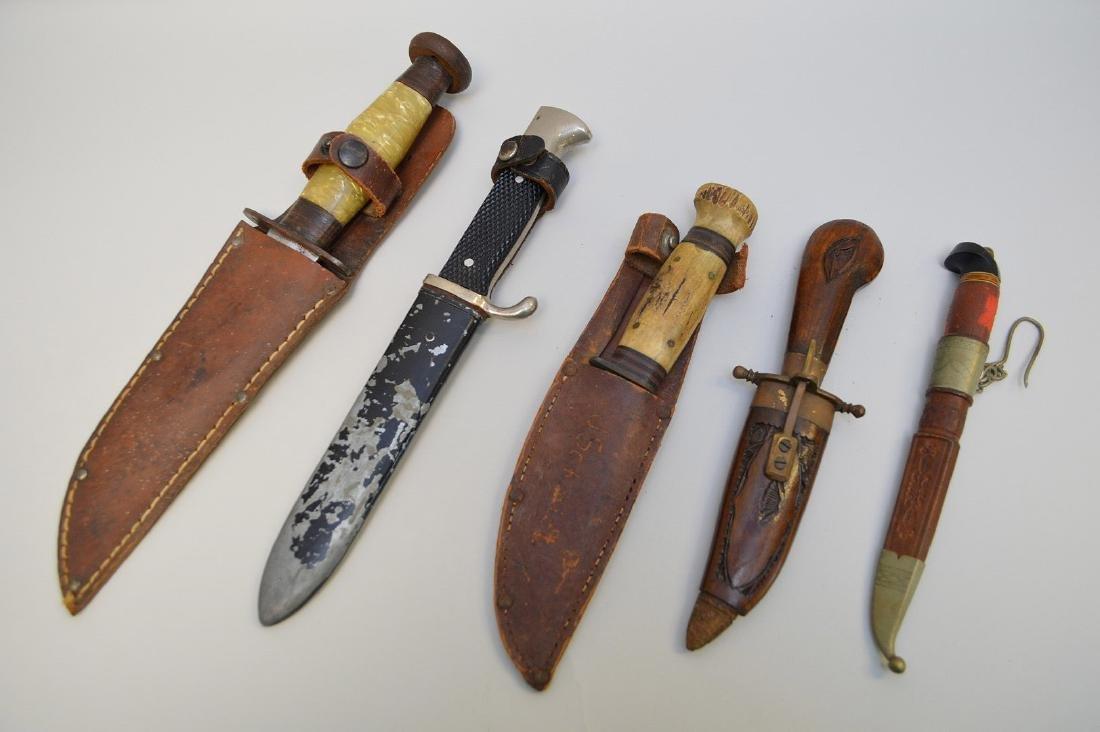LOT OF FIVE VINTAGE & ANTIQUE KNIVES - Includes: a - 9