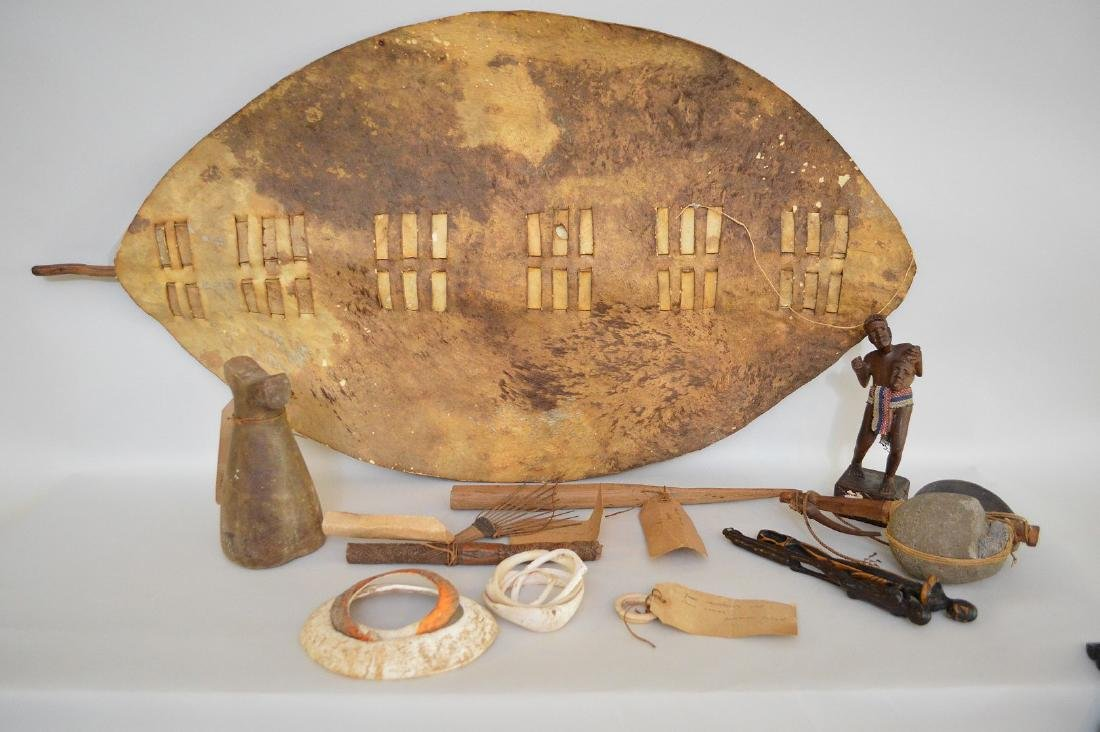 LOT OF ANTIQUE OCEANIAN ETHNOGRAPHIC ITEMS - A