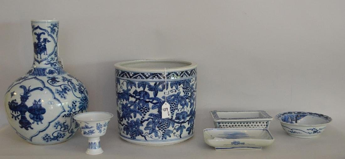 6 Pieces Chinese Blue & White Porcelain Articles. - 2