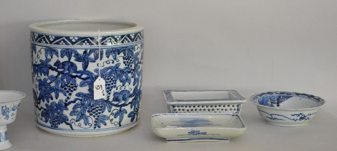 6 Pieces Chinese Blue & White Porcelain Articles. - 4