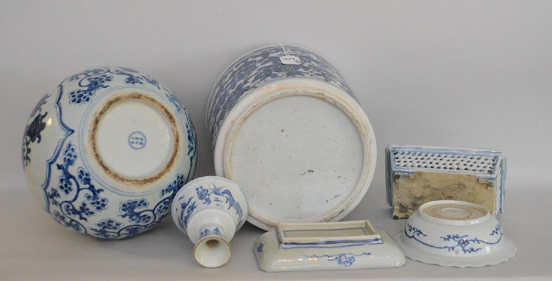 6 Pieces Chinese Blue & White Porcelain Articles. - 5