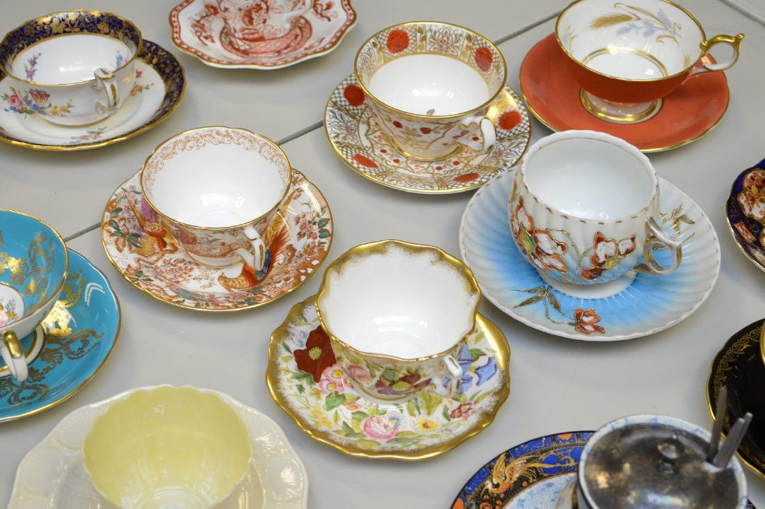 Approx. 21 assorted cups and saucers, mostly English - 4