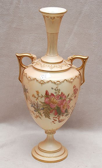 9E: Royal Worcester vase, pink spray on cream ground do