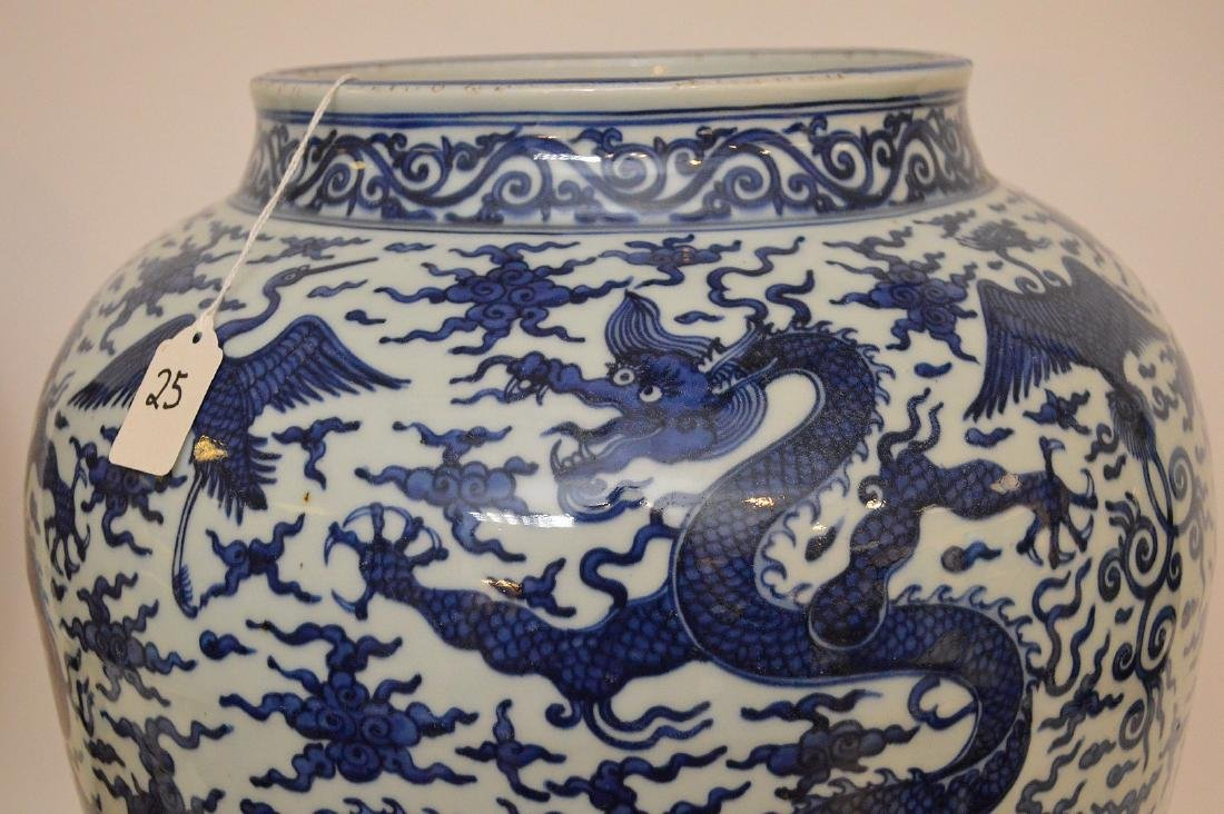 Large Chinese Porcealin Pot with blue dragon decoration - 3