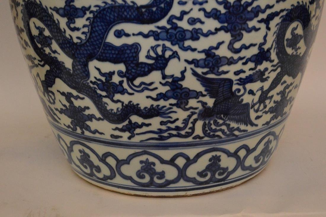 Large Chinese Porcealin Pot with blue dragon decoration - 7
