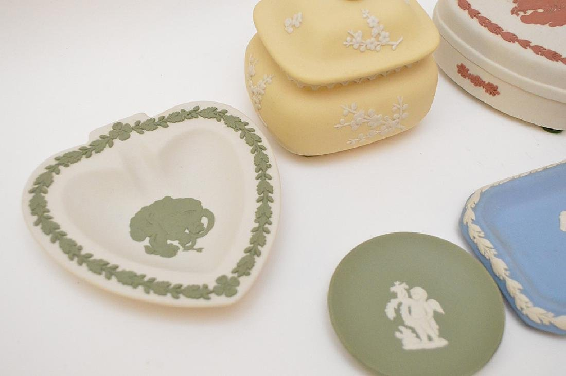 4 Wedgwood trinket boxes and 7 plates, good condition - 3