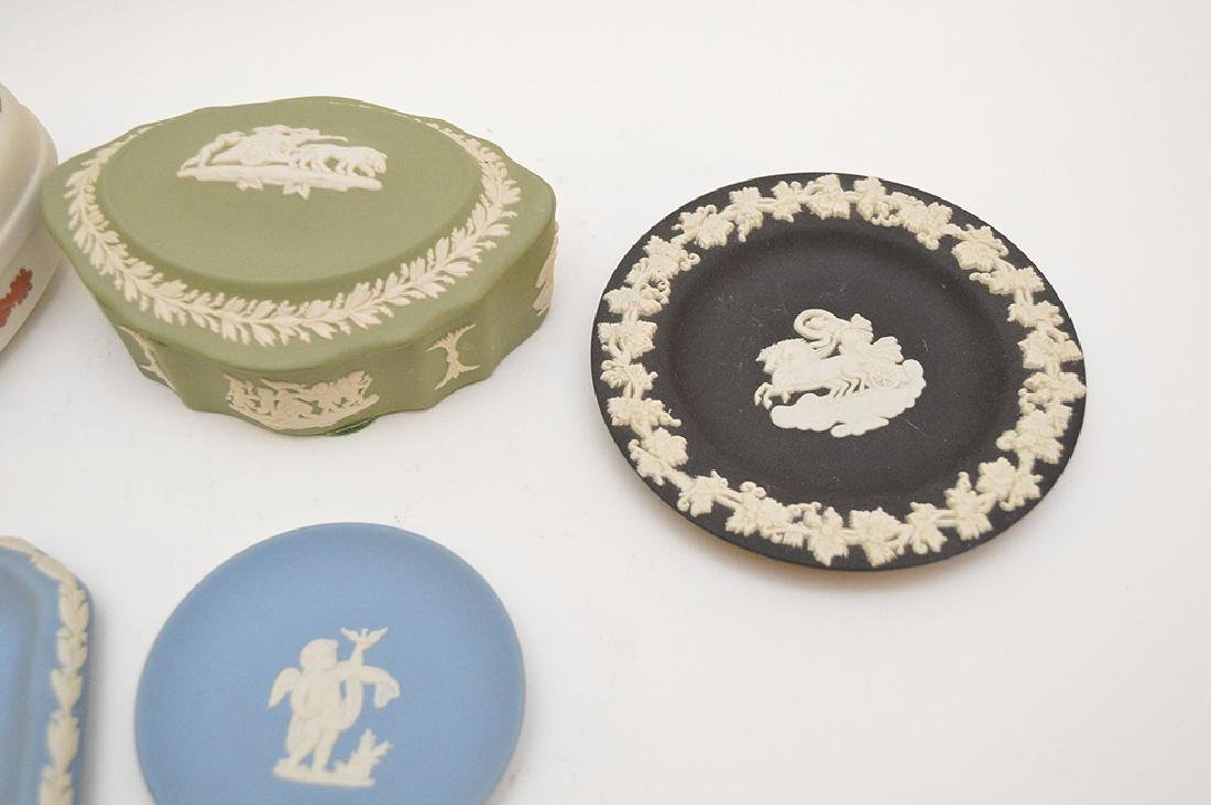 4 Wedgwood trinket boxes and 7 plates, good condition - 4