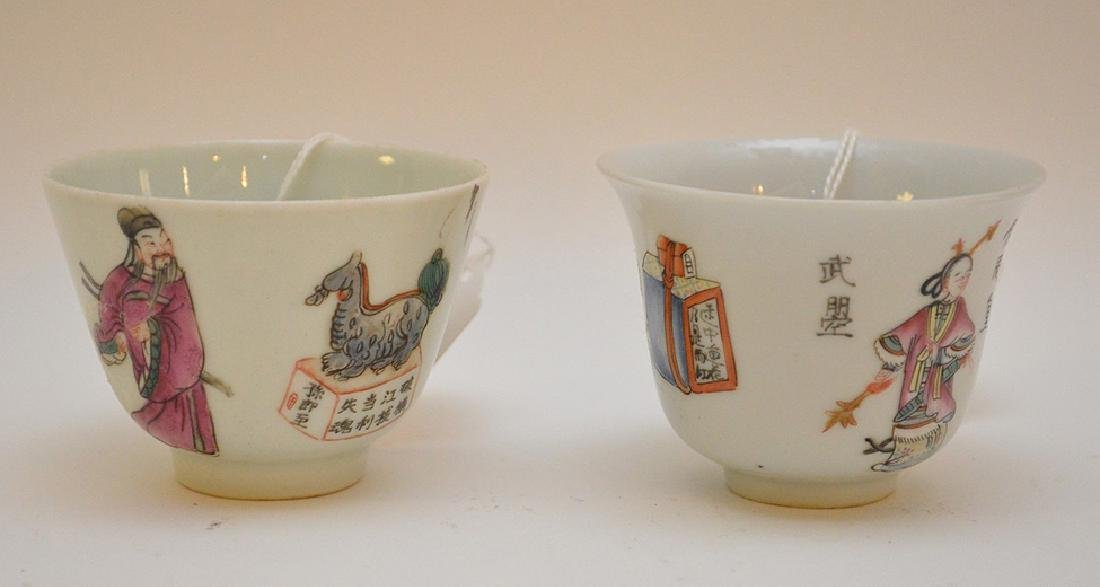PAIR OF CHINESE PORCELAIN FAMILLE ROSE TEA CUPS -