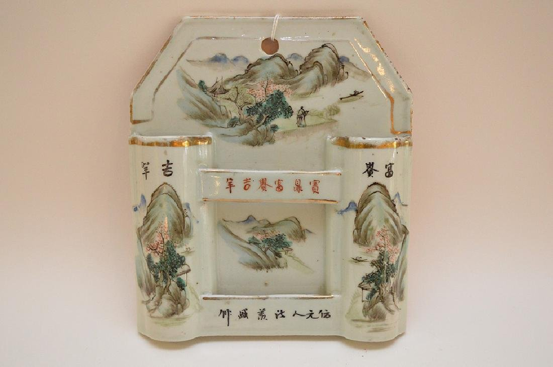 CHINESE REPUBLIC PERIOD PORCELAIN WALL POCKET -