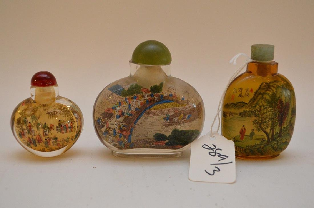 Lot of 3 Asian reverse painted glass snuff bottles, - 5
