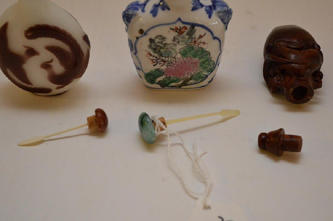 Lot of 3 Asian snuff bottle wood, glass and porcelain, - 4