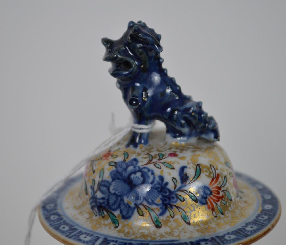 "Chinese export porcelain Famille Rose urn, 12 3/4""h - 6"