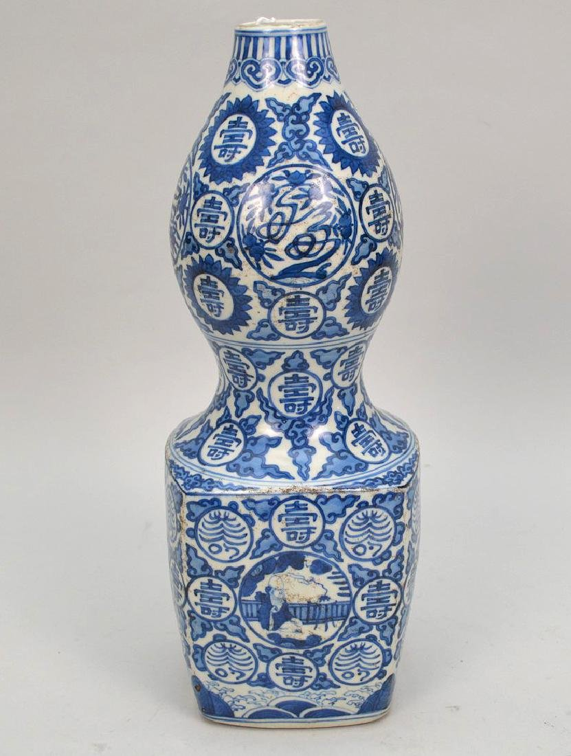 Chinese Qing Blue & White Porcelain Vase. Condition: no