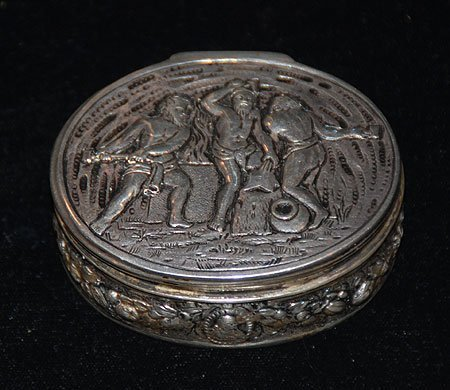 1008: Fine antique French oval silver box with hinged l