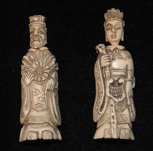 1014: Pair of Chinese carved ivory snuff bottles in the