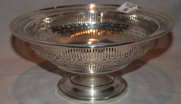 "1006: Reticulated sterling pedestal bowl, 9oz, 8 1/2"" d"