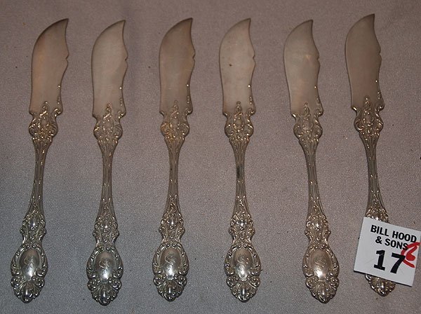 1017: 6 sterling butter knives, decorated handles