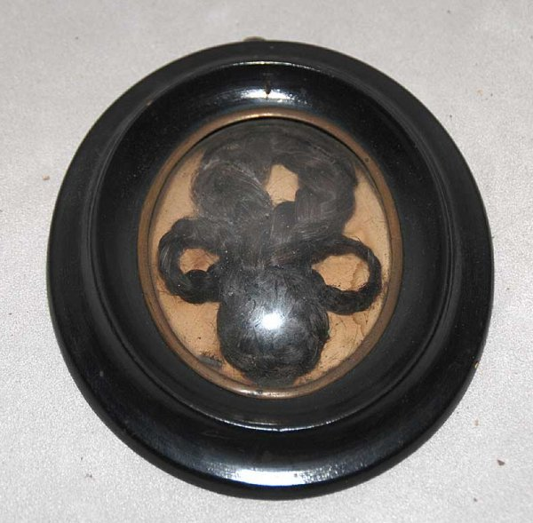 1002: 19th cent. oval framed braided hair mourning piec
